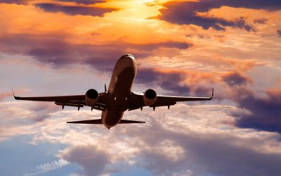 samolot-chmury-zachód-słońca-shutterstock_272190545